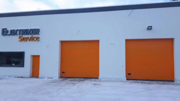 Oranje overheaddeur