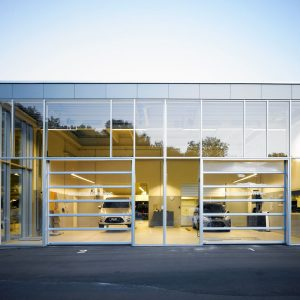 Overheaddeur autobedrijf